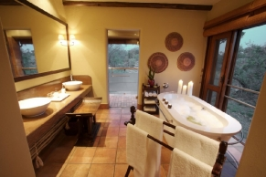 kapama-river-lodge-royal-suite-bathroom-36
